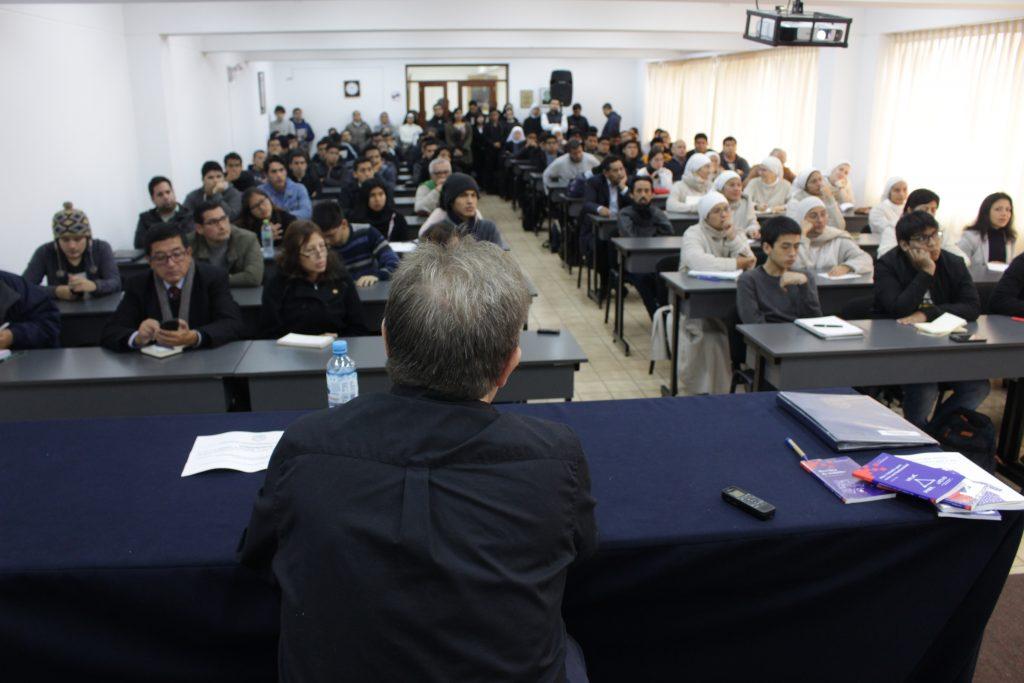 Doctor Carlos Díaz visitó la Facultad de Teología Pontificia y Civil de Lima 1 Doctor Carlos Díaz visitó la Facultad de Teología Pontificia y Civil de Lima