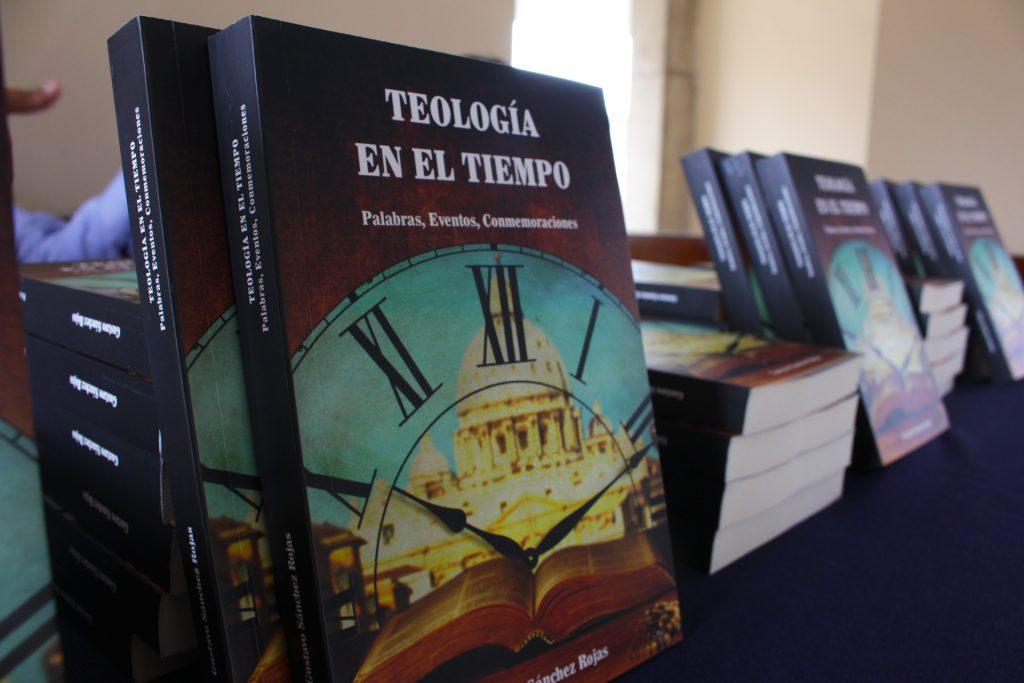 """Gran concurrencia en presentación del libro """"Teología en el tiempo. Palabras. Eventos. Conmemoraciones"""" 2 Gran concurrencia en presentación del libro """"Teología en el tiempo. Palabras. Eventos. Conmemoraciones"""""""